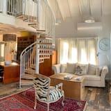 Romantic Cottage - Living Area