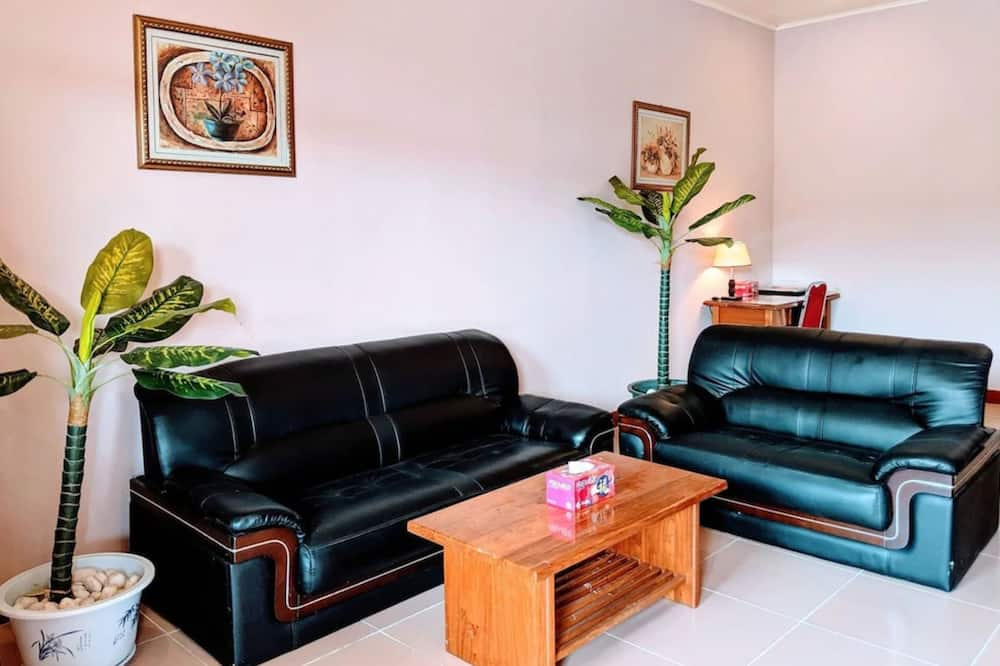 Suite, Garden View - Living Room