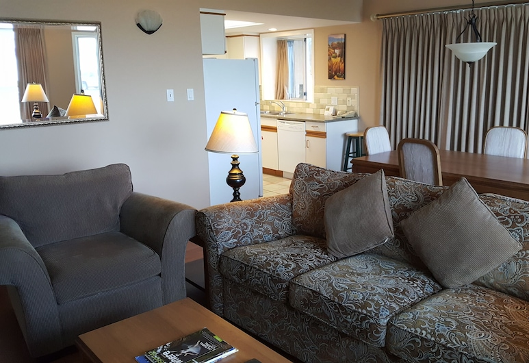 The Cedarwood Inn & Suites, Sidney, Executive Suite, Living Room
