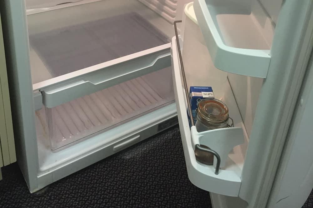 Verslo klasės studija, 1 didelė dvigulė lova (Self Contained) - Mažas šaldytuvas