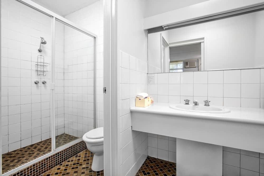 Standardværelse - 1 queensize-seng - Vask på badeværelset