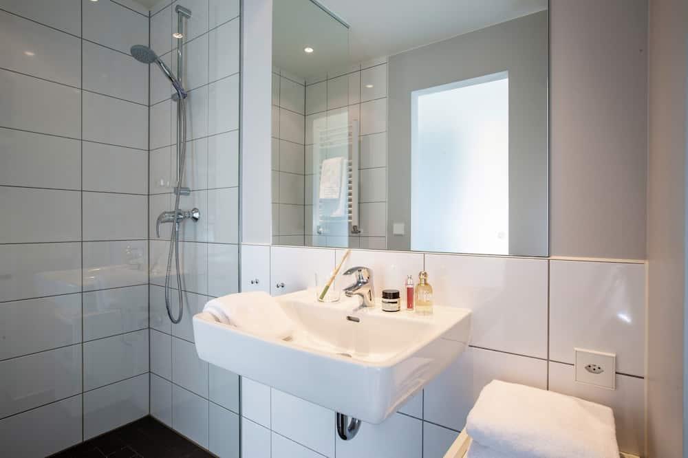 Izba typu Business, 1 veľké dvojlôžko - Kúpeľňa