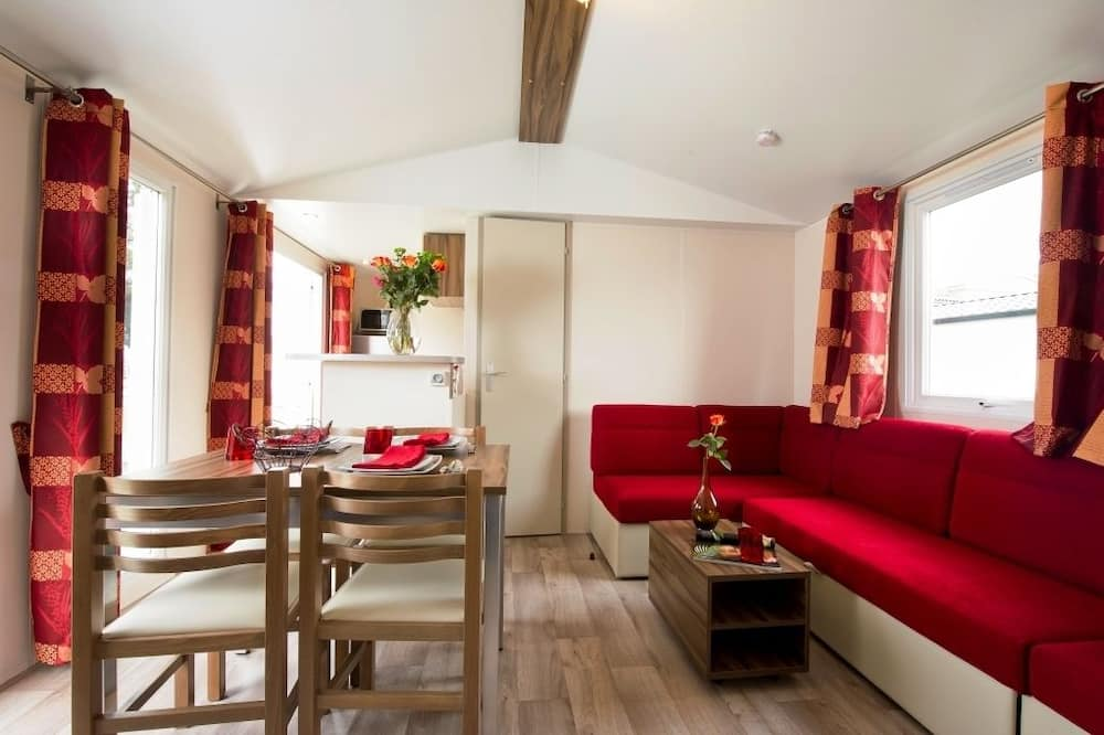 Karavan, 2 spálne, kuchyňa (Mevilla) - Obývacie priestory
