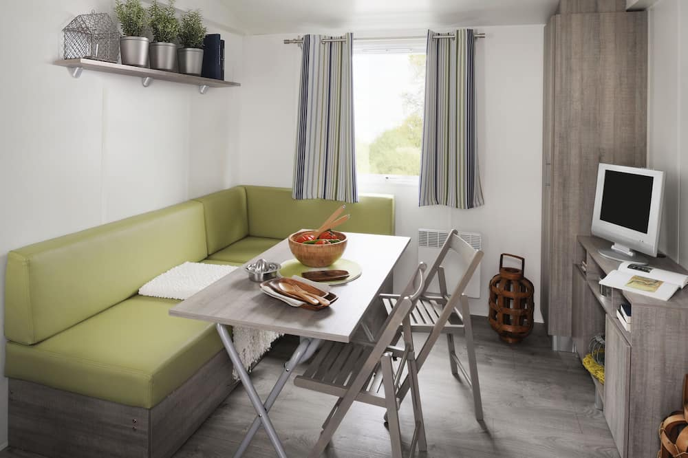Karavan, 2 spálne, kuchyňa (Mercury) - Stravovanie v izbe