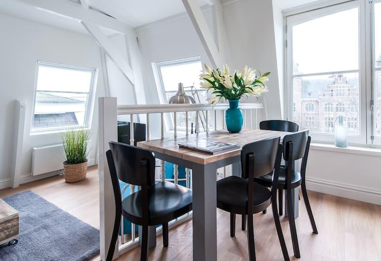Short Stay Group Tropen Serviced Apartments, Amsterdam, Leilighet, 2 soverom, Bespisning på rommet