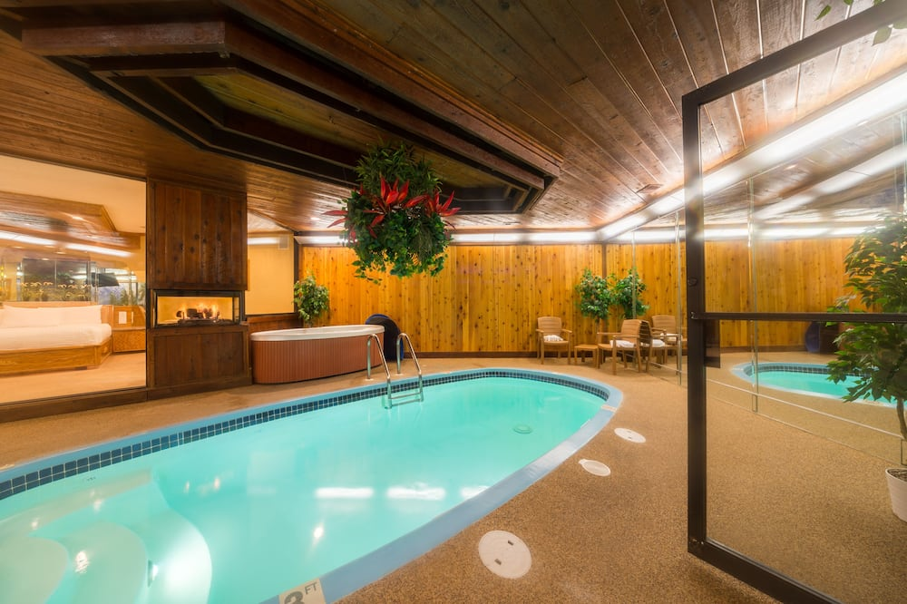 Room, 1 King Bed, Jetted Tub - Indoor Pool