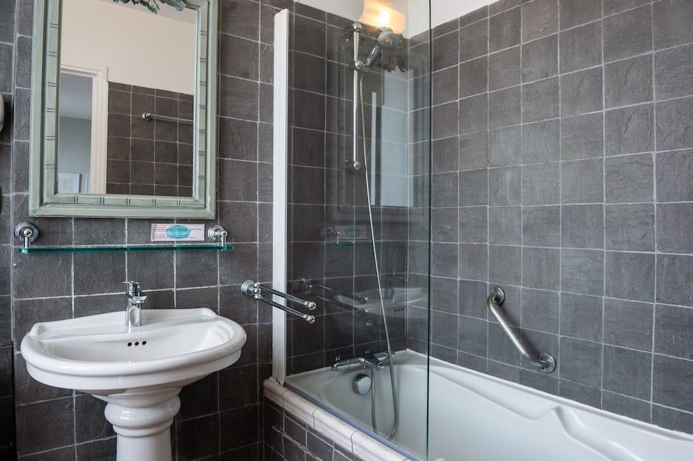Dvojlôžková izba, výhľad na záhradu - Kúpeľňa