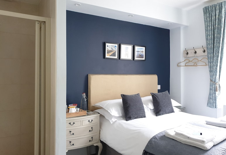 Starlings Guest House, Brighton, Double Room, Shared Bathroom, Hotel Front
