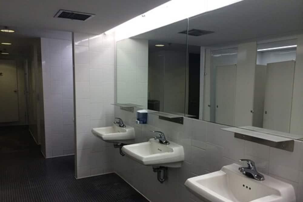 Standard Δωμάτιο, 1 Μονό Κρεβάτι (Shared Washrooms) - Μπάνιο