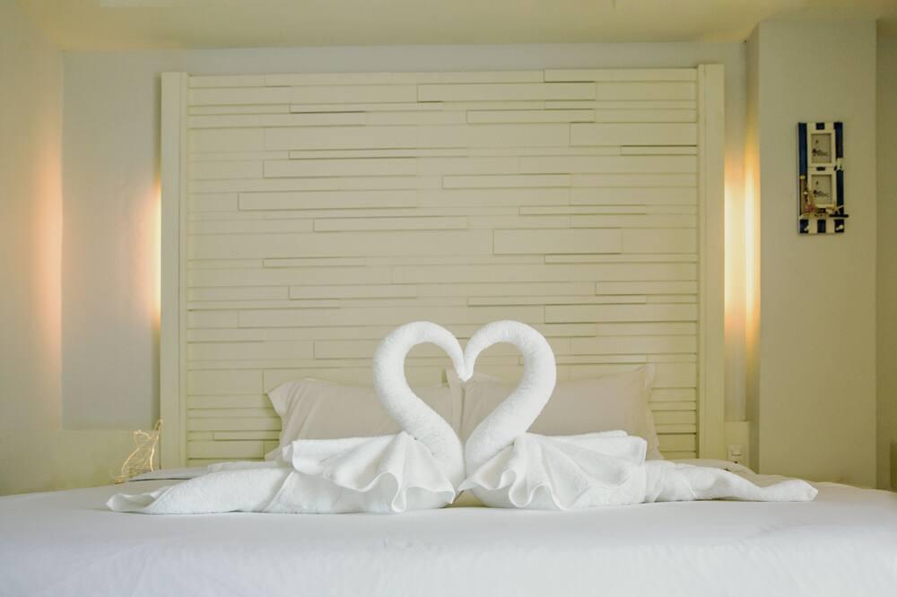 Room, 1 Queen Bed - Living Area