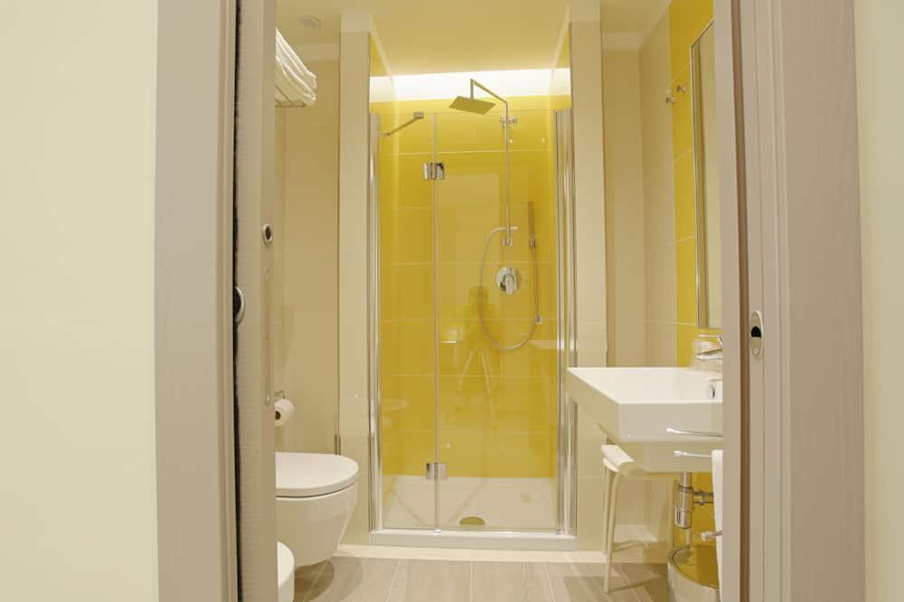 Studio (1 Adult) - Bathroom