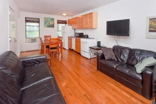 Superior Midtown 2BR Apartments, New York