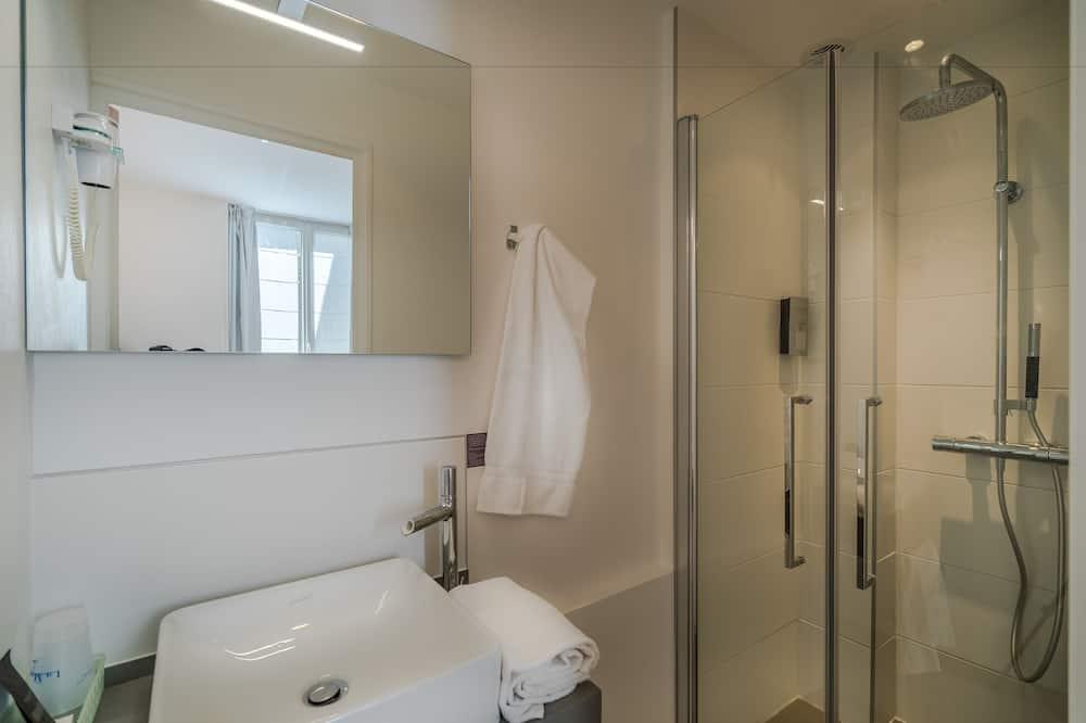Family Room, Courtyard Area - Bathroom