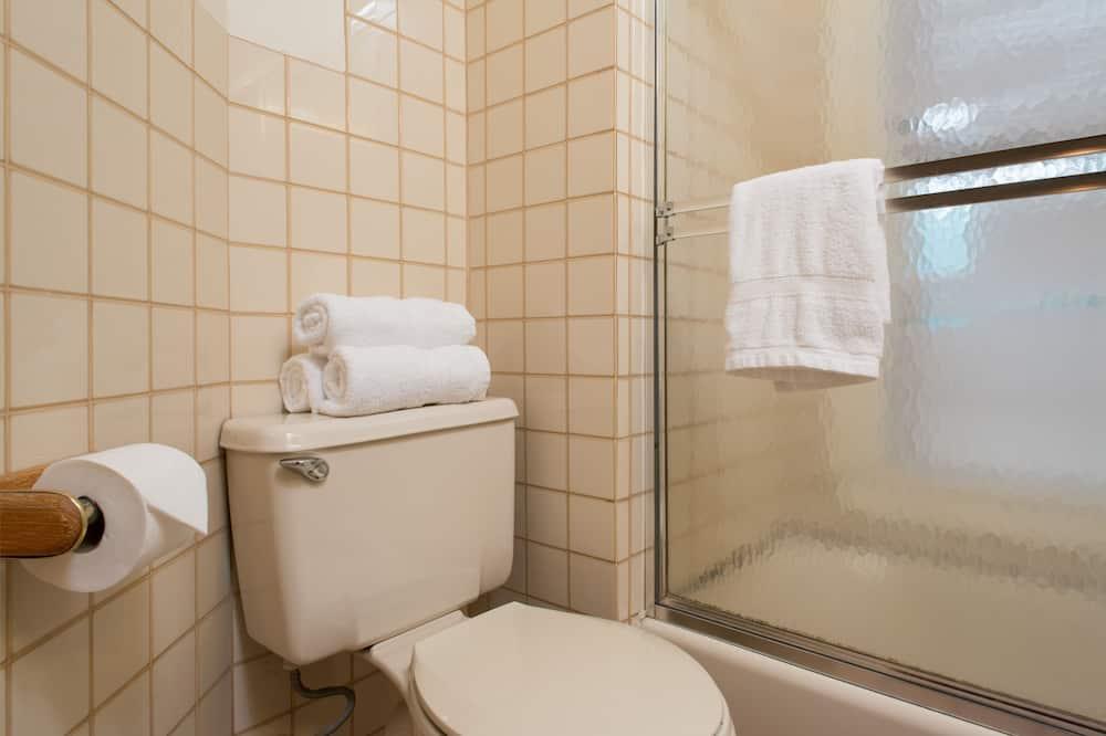 Triple Room (Shared Bath) - Bathroom