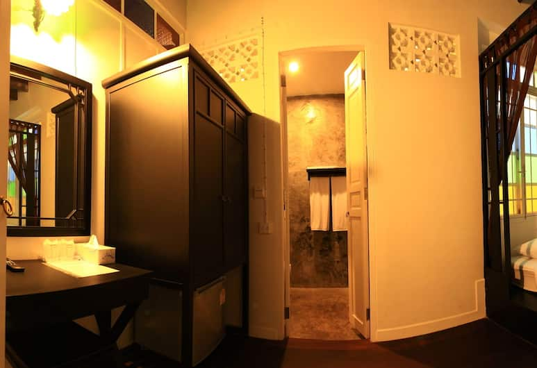 99 Oldtown Boutique Guesthouse, Phuket, Standard Room, 1 Double Bed, Guest Room