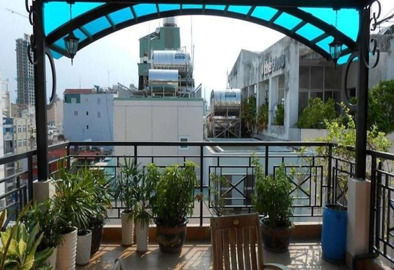 Kim Hotel, Hočiminovo mesto, Terasa