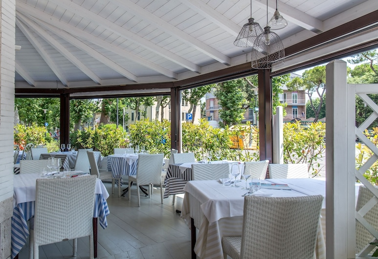 هوتل دي لا فيل, فانو, مطعم