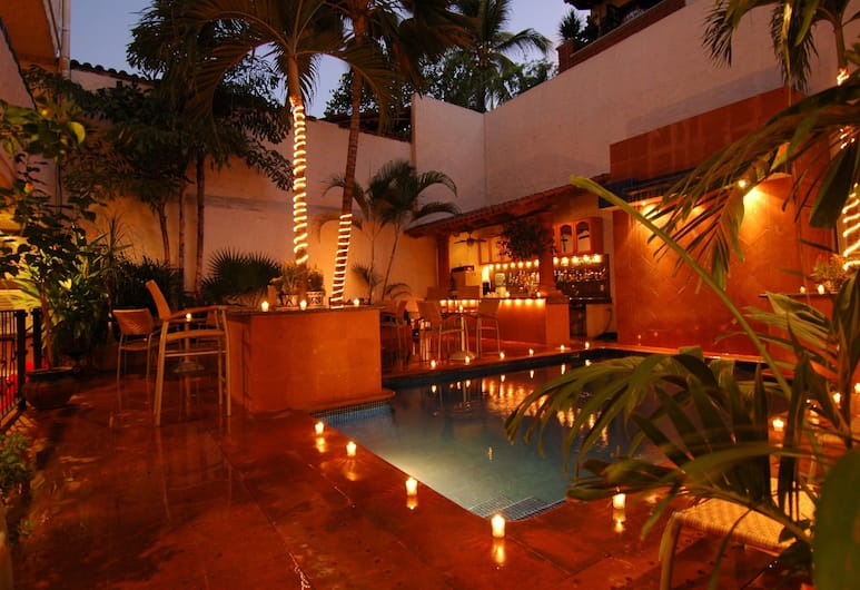 Hotel Mercurio - Caters to Gay Men, Пуэрто-Вальярта, Открытый бассейн