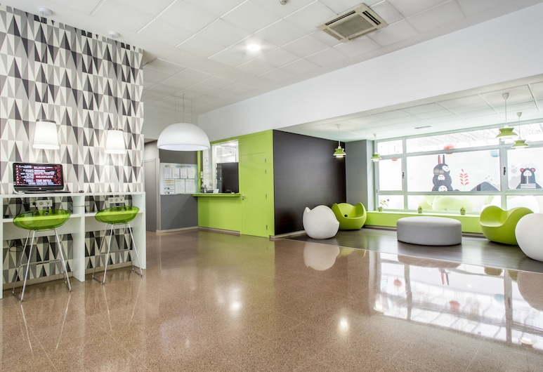 Residencia Blas De Otero (Centro Adscrito a la REAJ), Bilbao, Hall