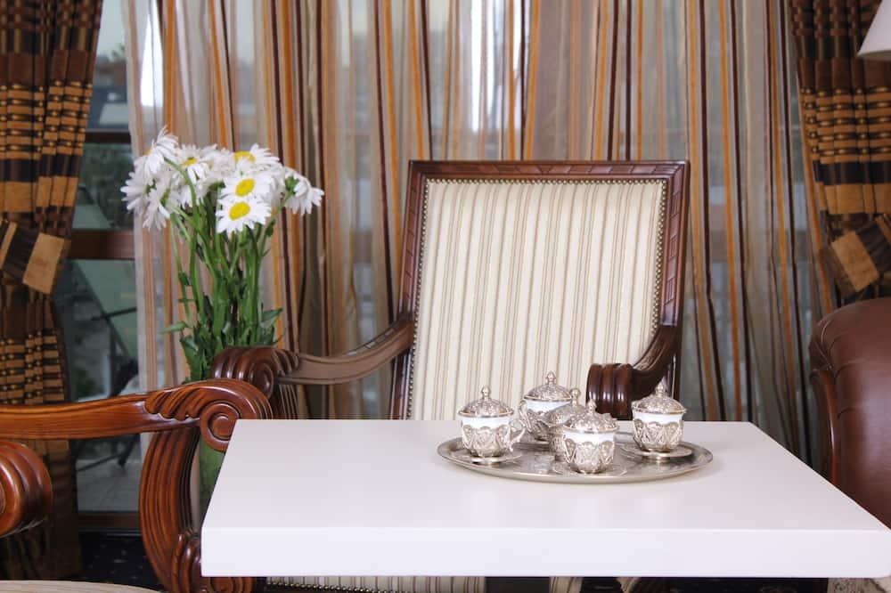 Suite - Servicio de comidas en la habitación