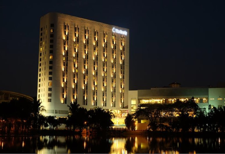 The Everly Putrajaya, Putrajaya, Fassaad õhtul/öösel