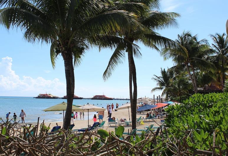 遠景加勒比潛水渡假村, 卡曼海灘, 海灘