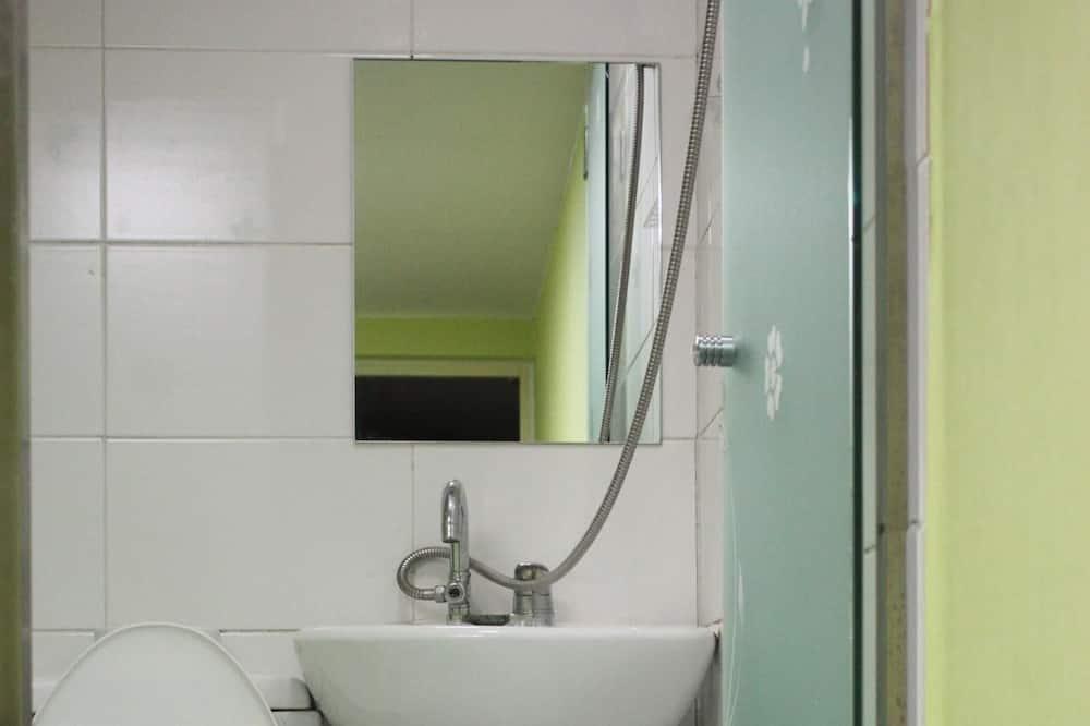 雙人房 (B) - 浴室淋浴