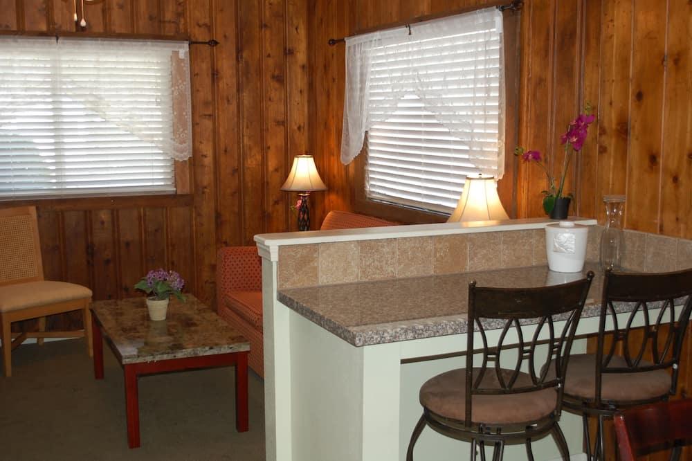Deluxe Bungalow - In-Room Dining