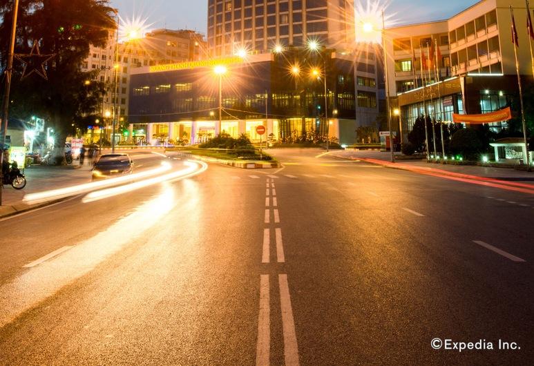 Muong Thanh Luxury Quang Ninh Hotel, Ha Long, Hotellfasad - kväll