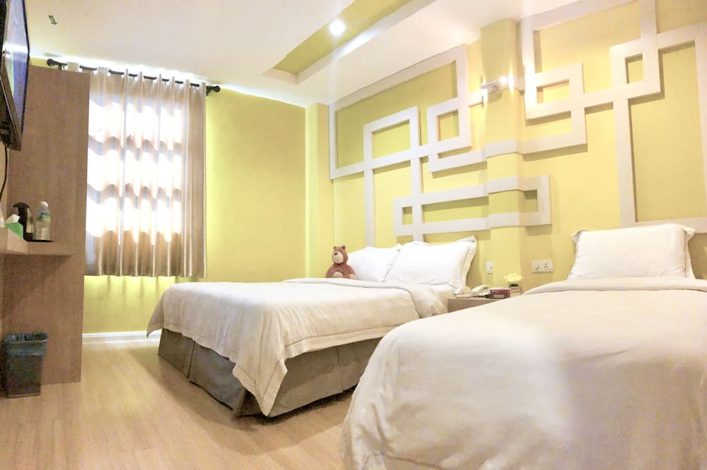 Deluxe Triple Room - 1 Queen Bed and 1 Single Bed - Guest Room