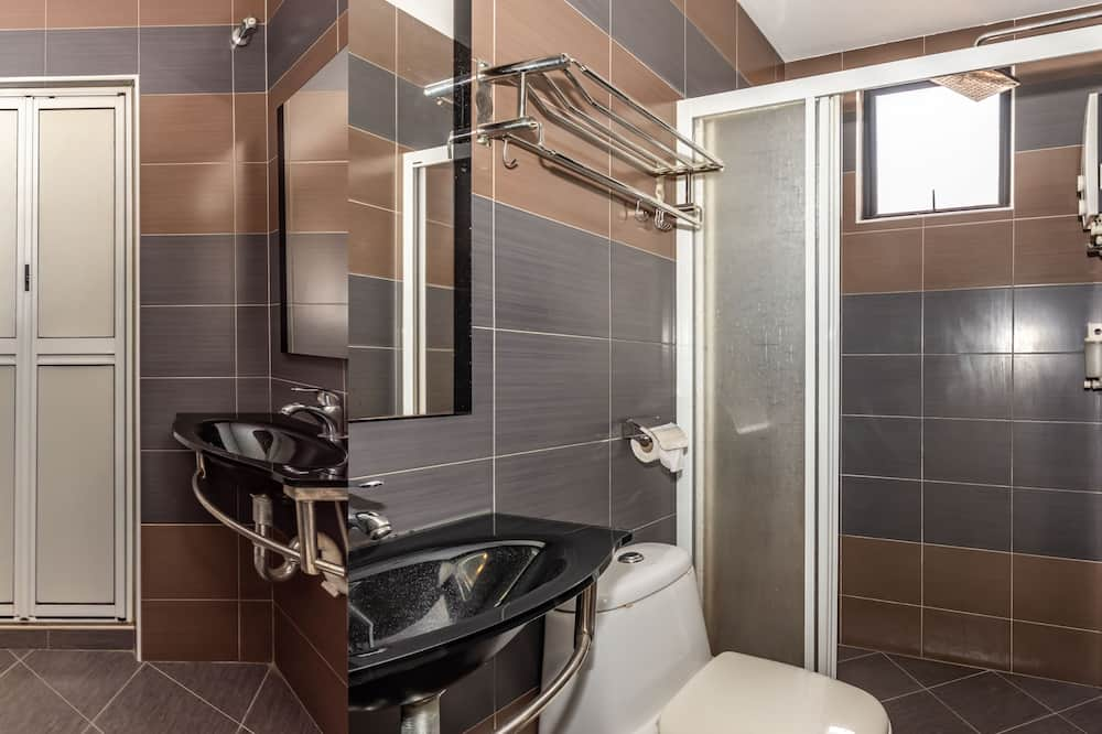 Superior Queen - Bathroom
