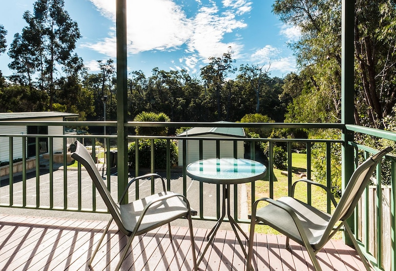 Riverview Tourist Park, Margaret River, Family Cabin Away from River, Balcony