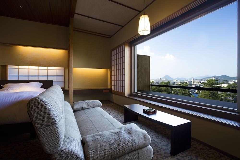Triple Room, Smoking - Living Room