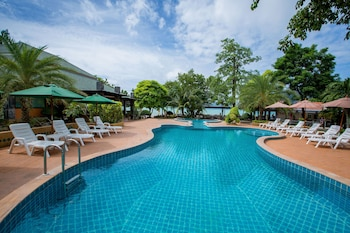 Enter your dates to get the Ko Phi Phi hotel deal