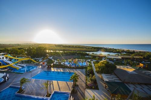 自然港口豪華水療渡假酒店