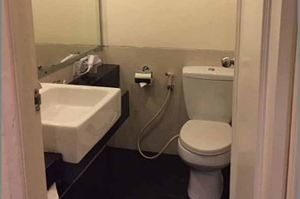 Deluxe Twin Room Only - Bathroom