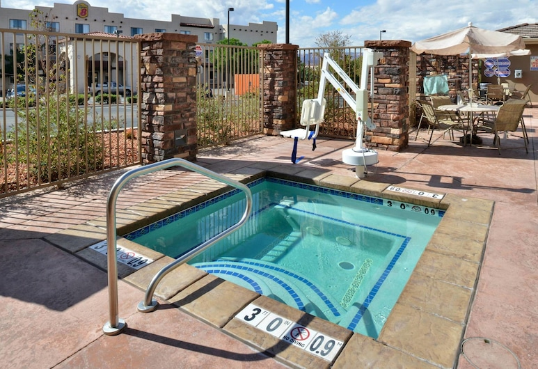 Holiday Inn Express & Suites Page, Page, Piscina