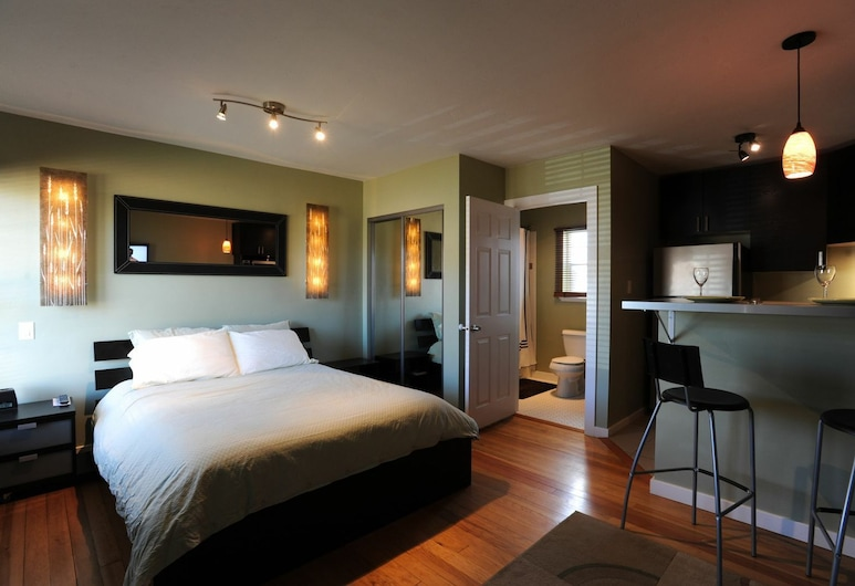 Flagstone Boutique Inn & Suites, Canyons Collection Property, Kanab, Deluxe Room, 1 Queen Bed (Dog Friendly), Habitación