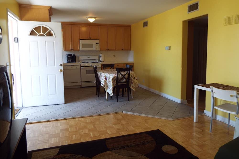 2 Bedroom 2 Bath Apartment  - Sala de estar