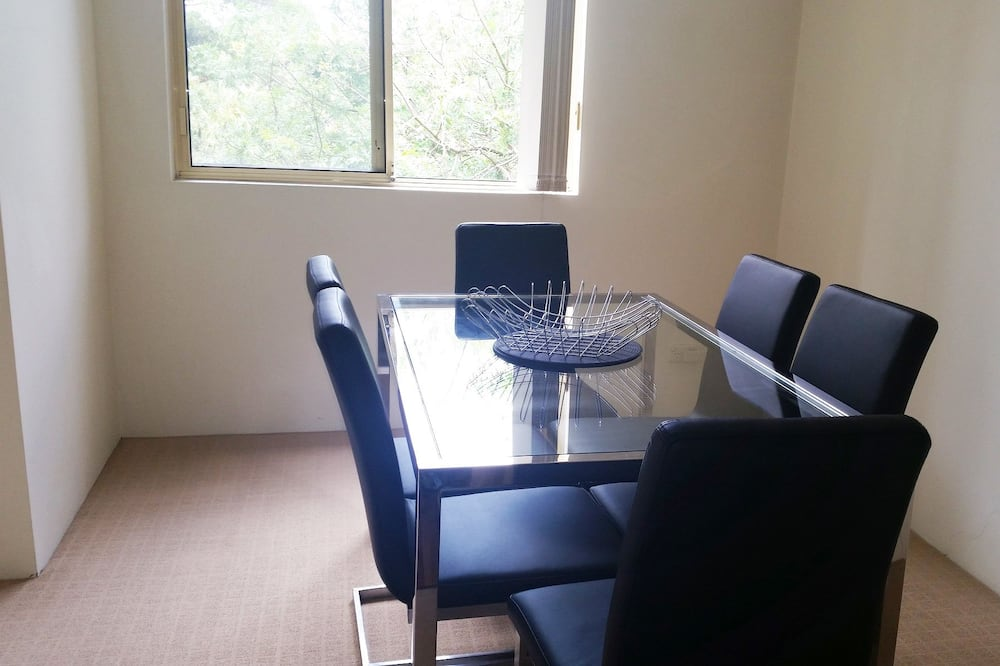 Executive Apartment, 2 Bedrooms, Garden View - In-Room Dining