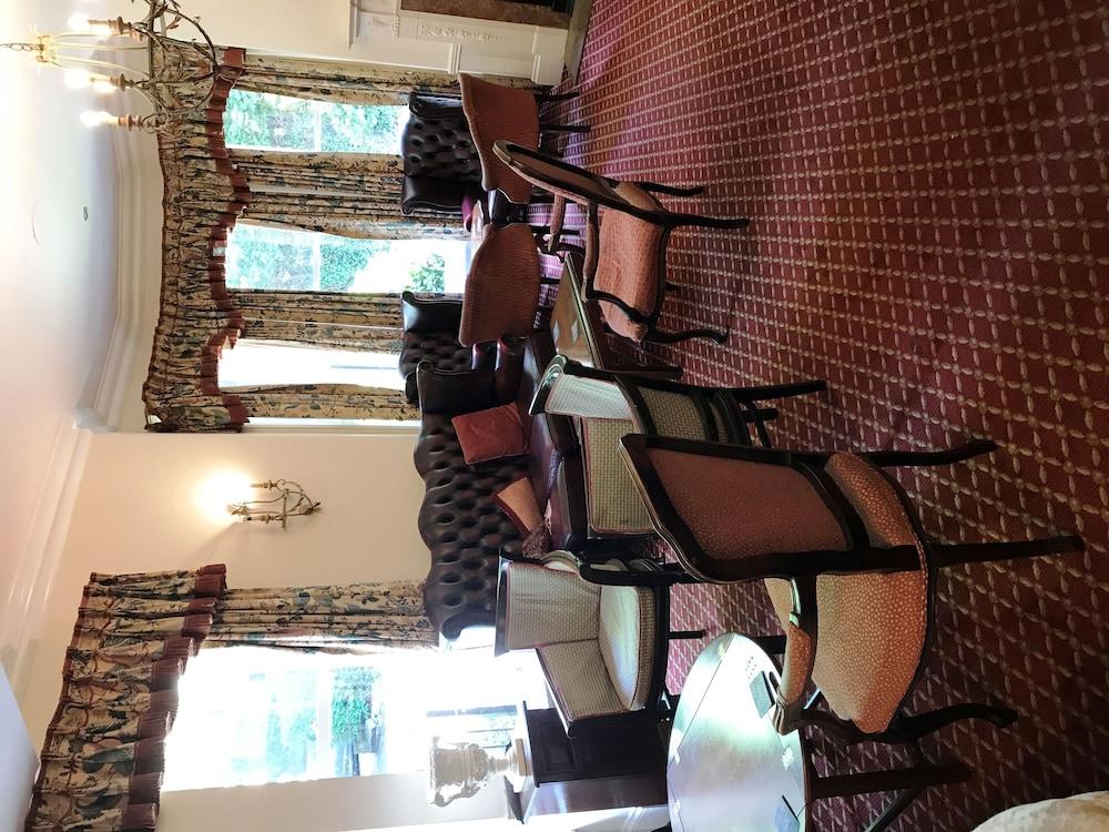 Haleys Hotel Restaurant Leeds Lobby Sitting Area