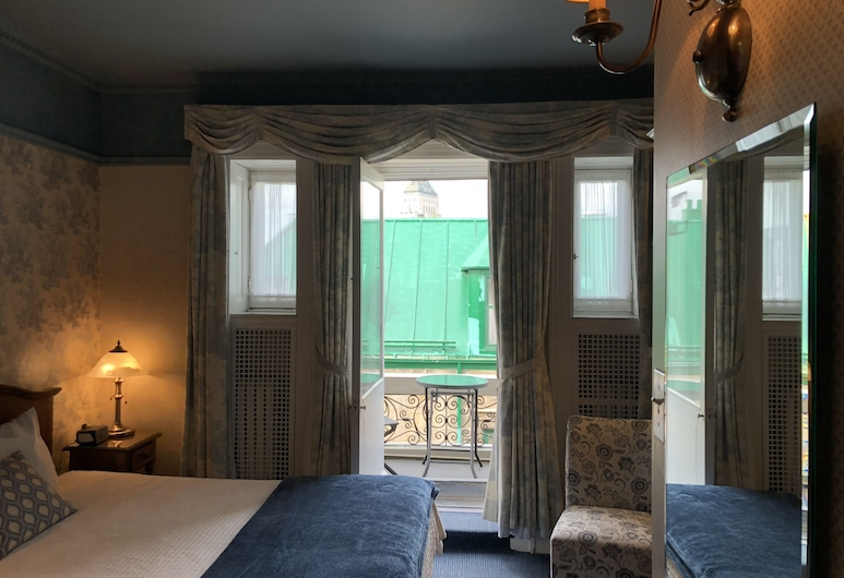 Château de Pierre, Quebec, Panoramic Double Room, 1 Queen Bed, City View, Guest Room