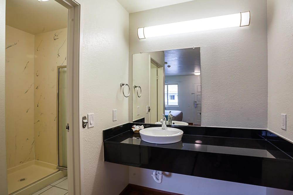 Standard Room, 2 Double Beds, Non Smoking, Refrigerator & Microwave - Bathroom