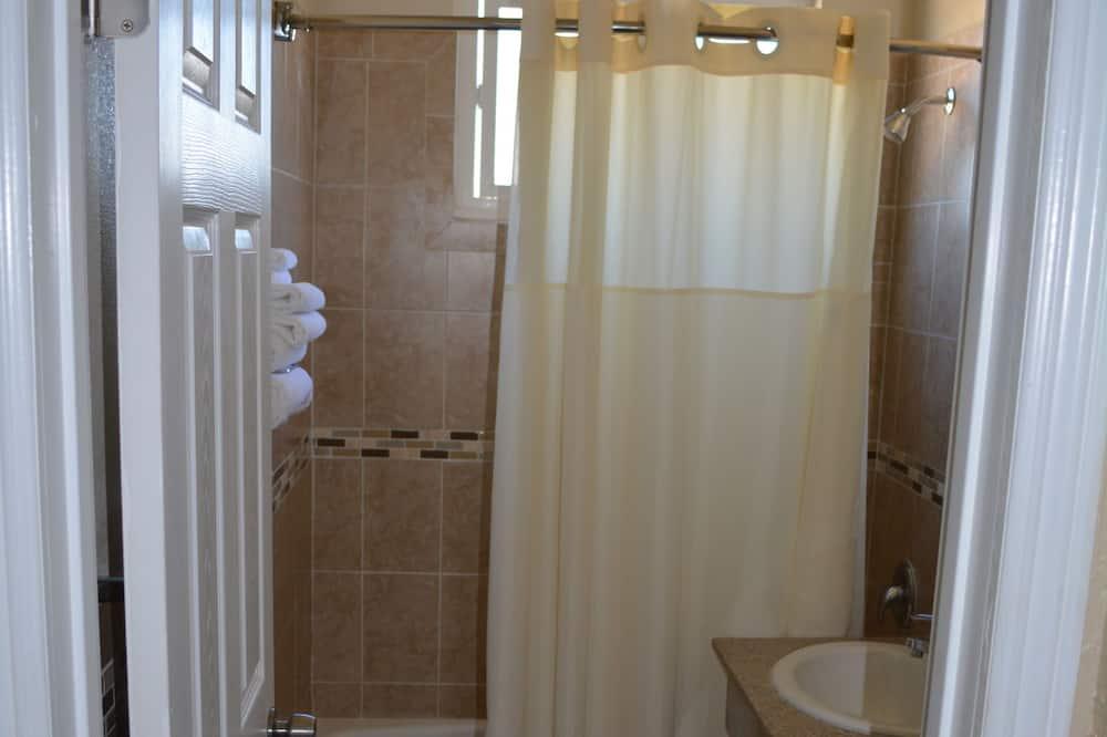 ห้องดับเบิล, เตียงควีนไซส์ 2 เตียง - ห้องน้ำ