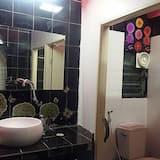 Mixed Dorm - Bathroom