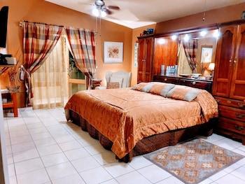Picture of Dickinson Guest House in Guadalajara