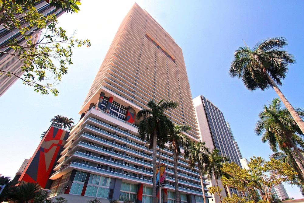 Luxury Apartments at 50 Biscayne, Miami