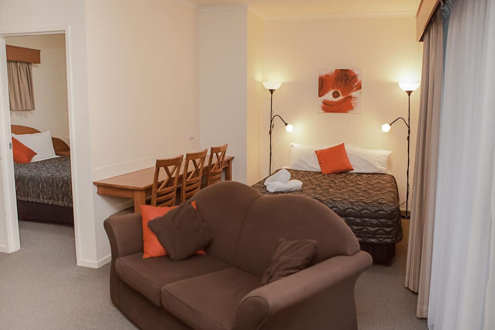 Family Suite, Multiple Beds, Non Smoking - Living Area