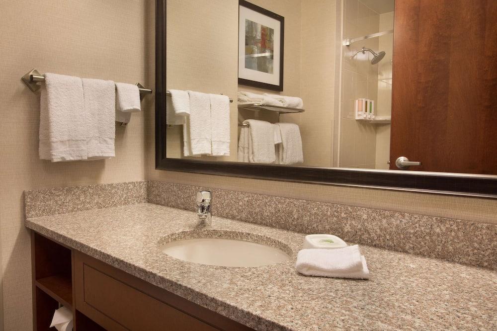 Люкс, 1 двуспальная кровать «Кинг-сайз» с диваном-кроватью (2 Rooms) - Ванная комната