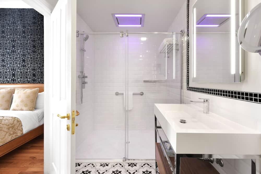 Premier Room, 1 King Bed - Bathroom